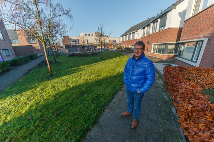 Hier aan de Kreitenborg in Zevenbergen zou een speelplek komen. Het begin was al gemaakt - zie hierachter. PJ Nieuwstraten heeft zich daartegen verzet. Het verzet heeft geholpen.