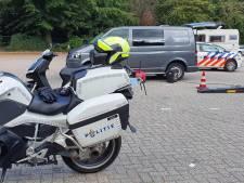 Politie vindt knuppel en cannabis bij verkeerscontrole in Epe