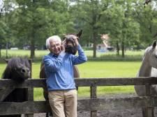 Zoals boer Bert Rakhorst (100) uit Enschede is er geen tweede: 'Het zou toch gek zijn als ik hier niet wil blijven?'