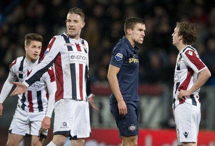 PSV-speler Kevin Strootman maakt zich kwaad tegen Simon van Zeelst (rechts) van Willem II. Links Kevin Brands en Jordens Peters.