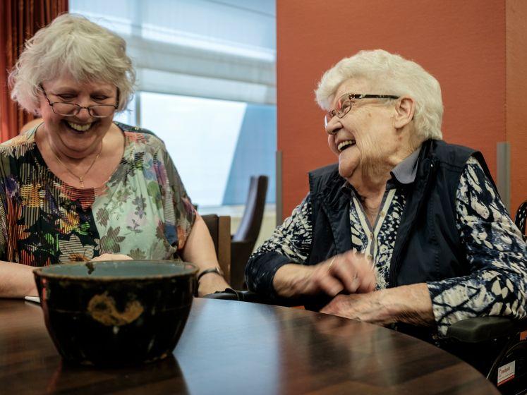 Met vuilnis verhalen opvissen; Helmond in 100 stukskes werd ook meer en meer een sociaal project