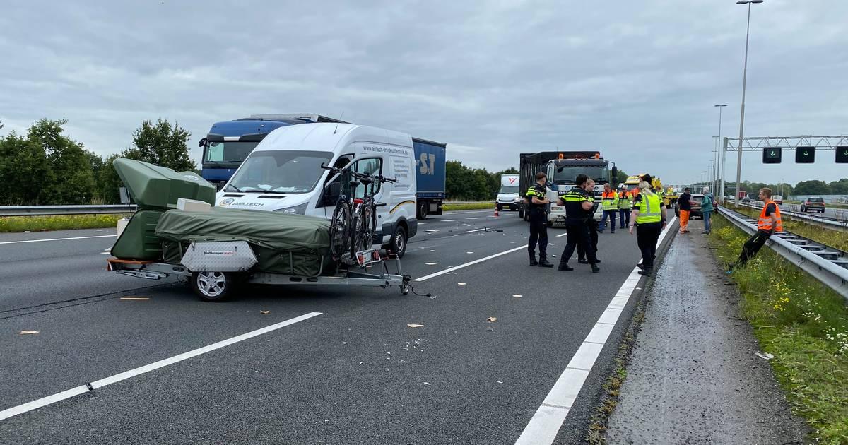 Ravage op A1 na ongeluk met vouwwagen tussen Twello en Apeldoorn.