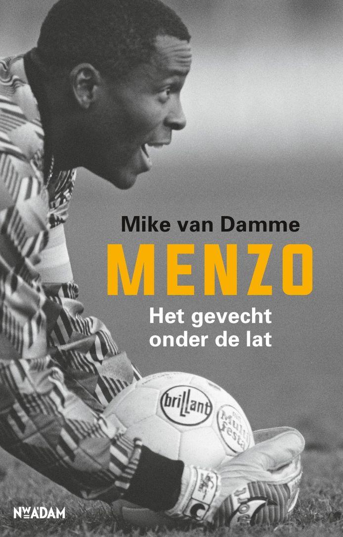 De cover van 'Menzo: het gevecht onder de lat.'