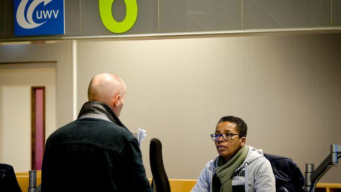 Een werkzoekende bij het Werkplein van het UWV in Amsterdam.