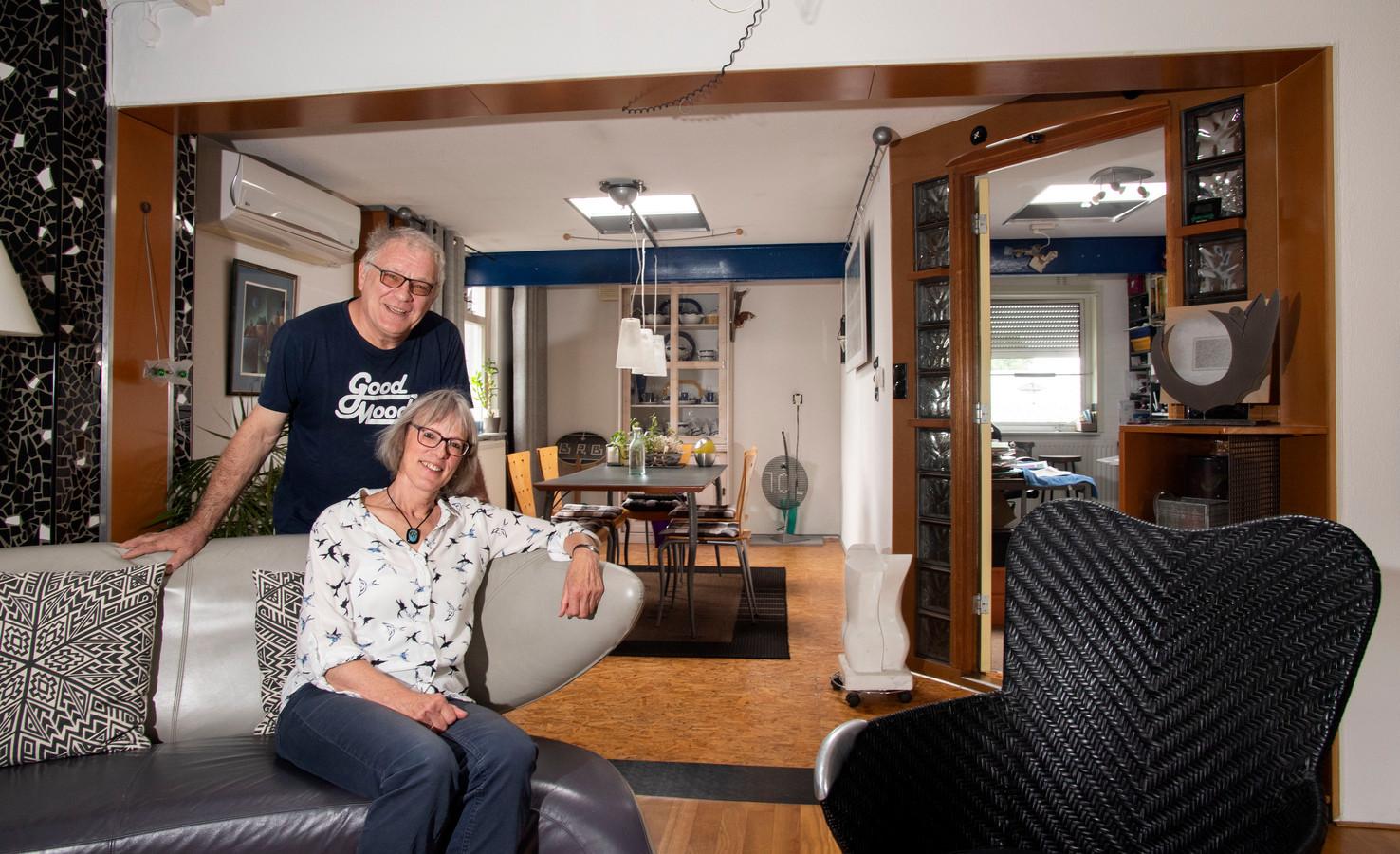 Henk Maassen en Annette Morsinkhof maakten van deze voormalige smederij in de Enschedese woonwijk 't Ribbelt een uniek woonhuis.