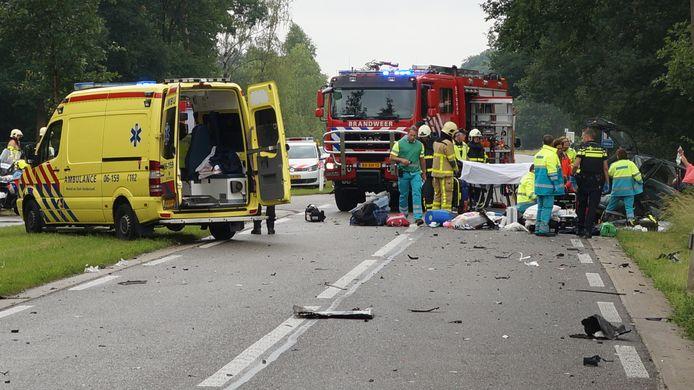 Hulpverleners bij een verkeersongeval.