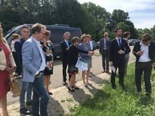 Minister raakt in Megen bijna verliefd op 'Meanderende Maas'
