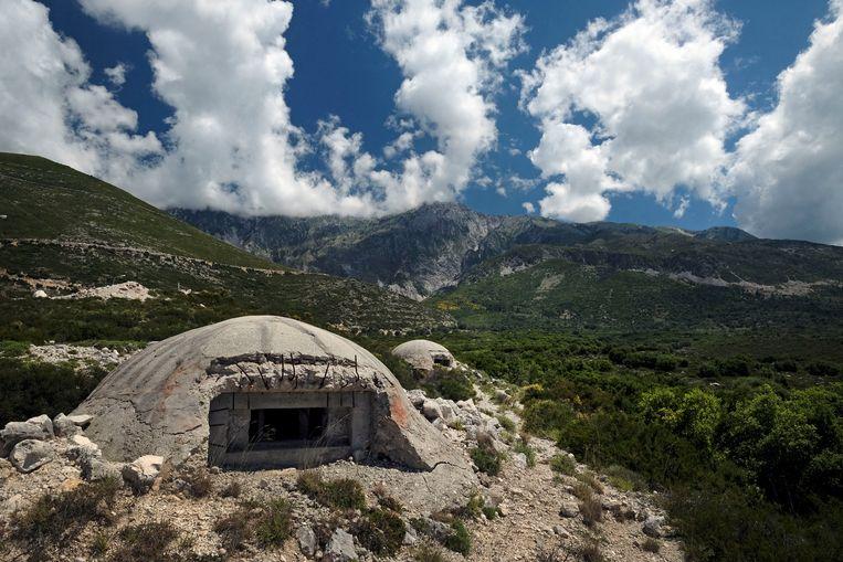 Een van de 173.371 bunkers die Hoxha liet bouwen om de mensen bang te maken.  Beeld Hemis via AFP