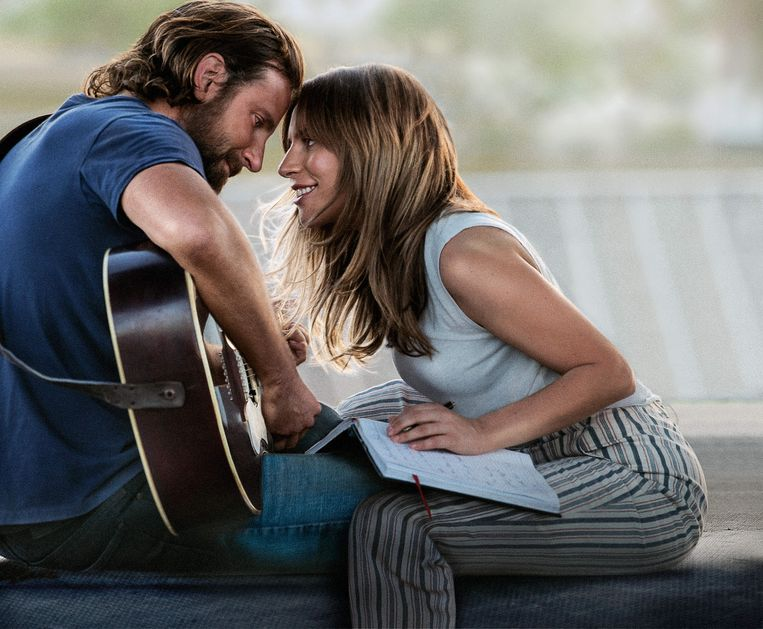 Bradley Cooper en Lady Gaga in 'A Star Is Born'. Beeld RV