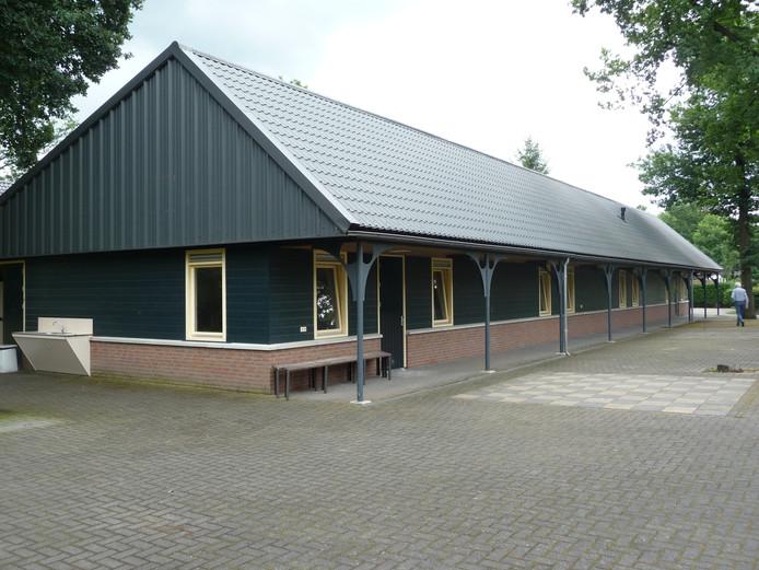 Het tot zorghotel verbouwde maar nog leegstaande pand op het terrein van recreatiepark Dennenoord.
