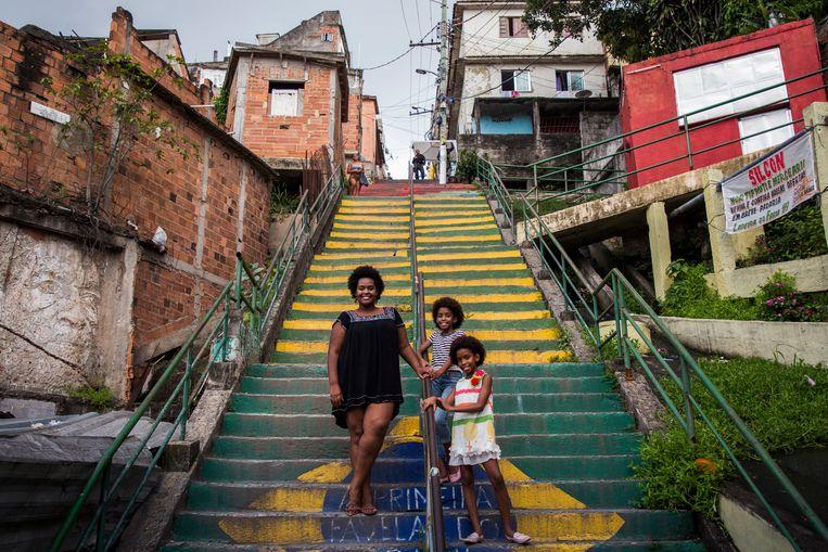 Elen Ferreira (29) en haar dochters: 'Er is weinig veranderd'.  Beeld Valda Nogueira
