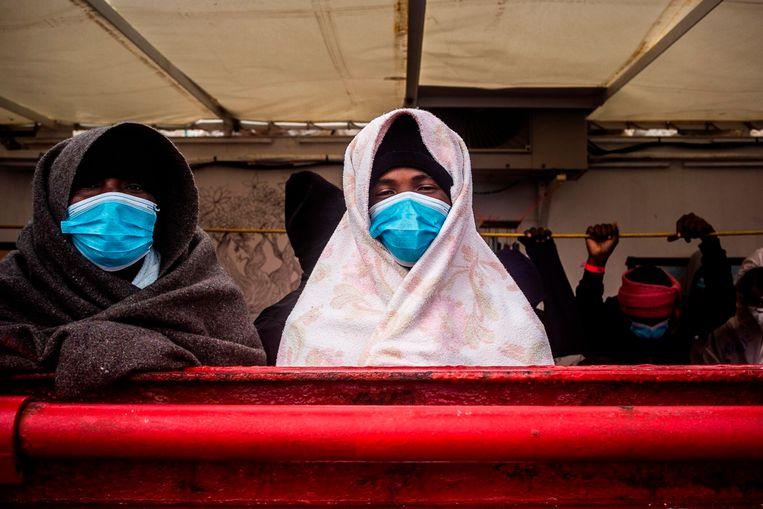 Migranten op de Ocean Viking begin februari.  Beeld AP