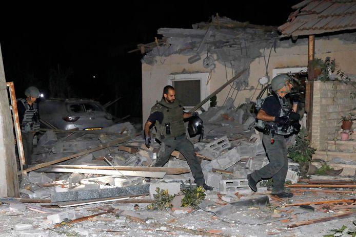Schade in Yehud, nabij Tel Aviv na de Palestijnse raketaanvallen.
