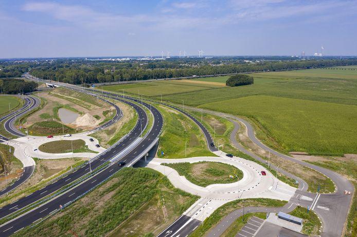 Werkzaamheden aan de verbinding van de N629 met de A27 (eerste fase) tussen Dongen en Oosterhout. De foto is gemaakt in augustus.