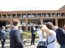 Rutte brengt bezoek aan Bernhoven en praat met personeel: 'Eerder geen tijd om na te denken, dat komt er nu uit'