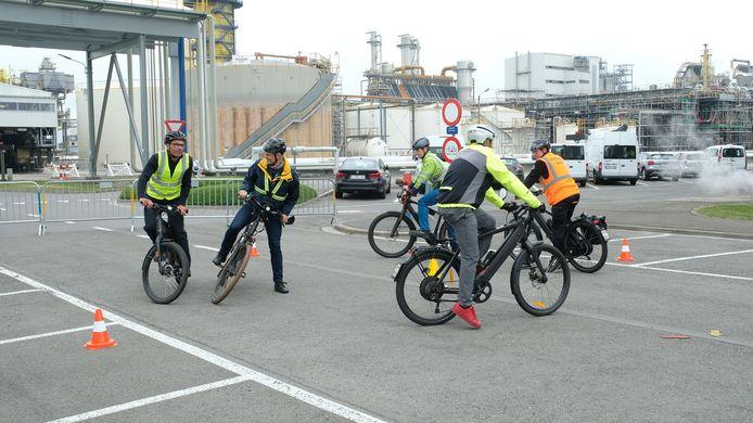 De Duitse chemiereus BASF geeft het fietsend personeel een rijvaardigheidscursus voor gebruikers van speed pedelecs.
