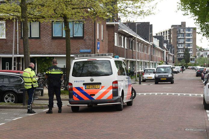 De politie in Hoograven deze middag.