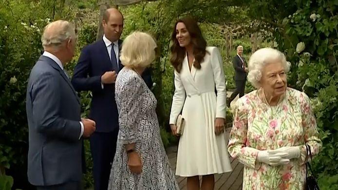 """Kate Middleton begroet prins Charles met """"Hey opa!"""" in Cornwall."""