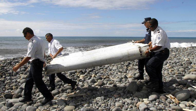 Het gevonden wrakstuk spoelde woensdag aan op het eiland La Réunion. Beeld EPA