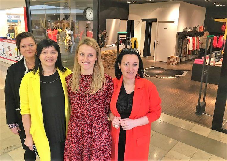 Mieke Schevelenbos van Wereldhave, shoppingmanager Brenda Lombary, marketingverantwoordelijke Charlotte Tahon en gerante Sandra Herman van Maxim's Fashion