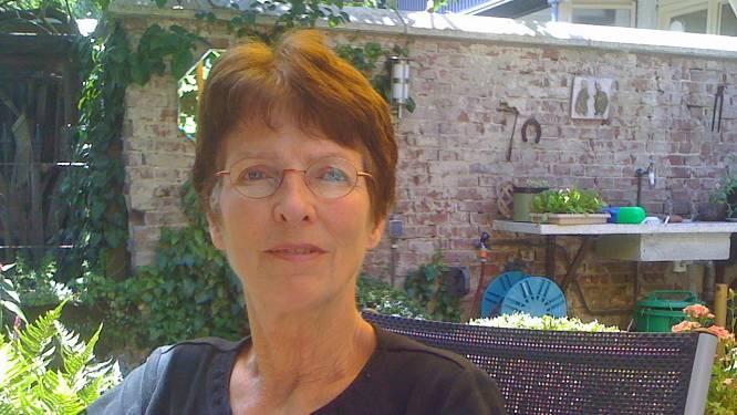 Vrekkenkrant-oprichter Hanneke van Veen (76) leeft nog steeds zuinig: 'Douche koud en in het donker'