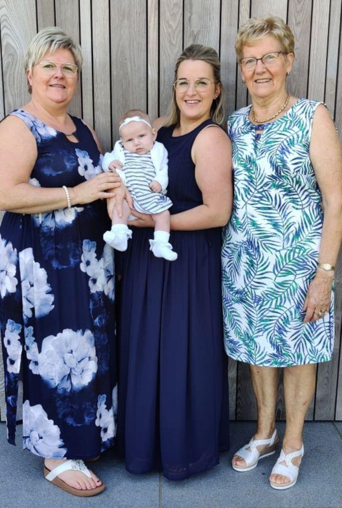 Vlnr. Omi Chantal van Geyt, Cilou Spitaels, mama Rani Vermeulen en overgrootmoeder Cristiane Van den Dooren.