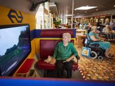 Antje (89) reist na 30 jaar weer met de (virtuele) trein: 'Wat is Nederland toch prachtig'