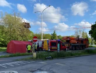 Man in levensgevaar naar ziekenhuis na aanrijding met zware vrachtwagen: Binnensingel ondertussen weer open