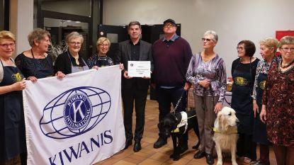 Kiwanis Primus Inter Pares schenkt cheque aan Belgisch Centrum voor Blindegeleidehonden