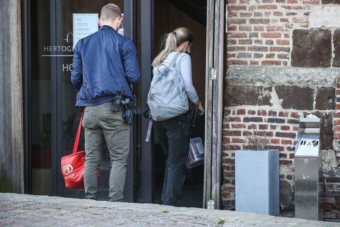 De politie bewaakt nog steeds de Duitser in het hotel.