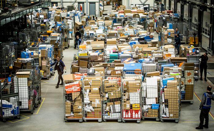 Nu mensen zoveel mogelijk thuisblijven, wordt er veel meer online gekocht. Dat betekent veel pakjes, veel meer papier thuis.