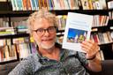 Joep Trommelen neemt afscheid als stadsdichter. Er is een speciale bundel met zijn gedichten uitgebracht.