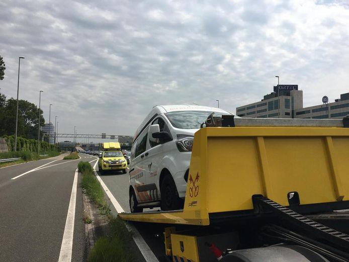 Een van de ambulances van de Haagse Dierenambulance heeft het begeven.