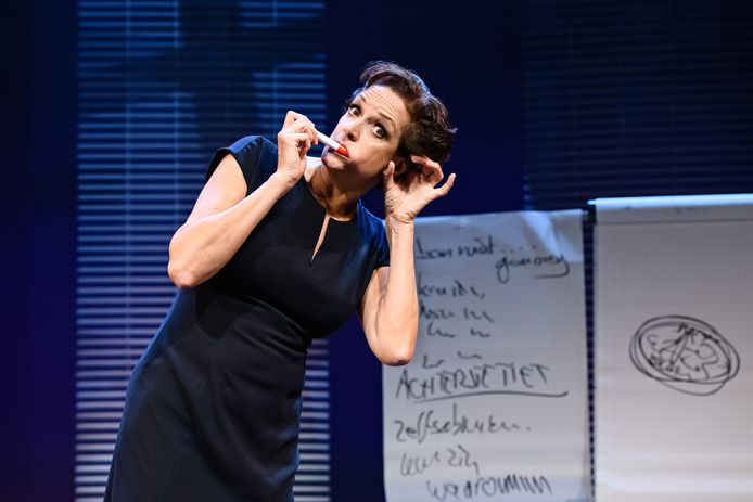 De met een Poelifinario bekroonde voorstelling Paradijskleier van Lenette van Dongen is zaterdag 30 januari te zien bij SBS.