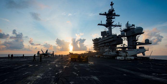 Het vliegdekschip USS Carl Vinson is onderweg naar Azië.