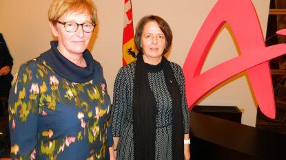 Afscheid van twee schepenen: Bieke De Neve en Martine Bergez gehuldigd op laatste gemeenteraad