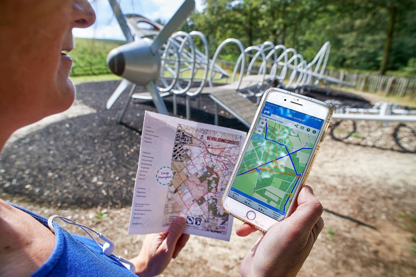 De bevrijdingsroute van Rondje Meierijstad is te lopen met een app en/of een kaart. Bij historisch waardevolle punten is te luisteren naar fragmenten van Radio Oranje. foto Jeroen Appels/ Van Assendelft