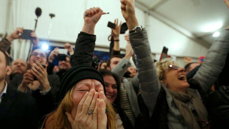 Syriza-aanhangers aan het feest in Athene. Beeld REUTERS
