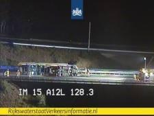 Problemen A50 door gekantelde vrachtwagen houden tot 13 uur aan