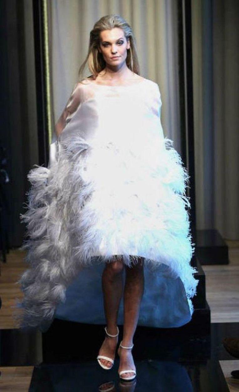 Een model in de haute couture-collectie van afgelopen zomer. Beeld Trouw
