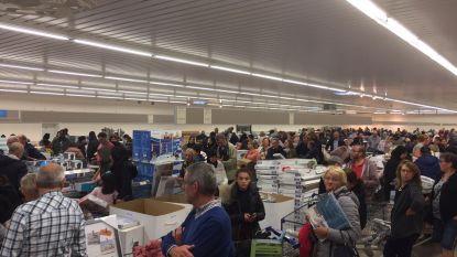 """""""Sommigen vullen tot drie winkelkarren"""": stormloop naar stockverkoop Aldi in Kortrijk"""