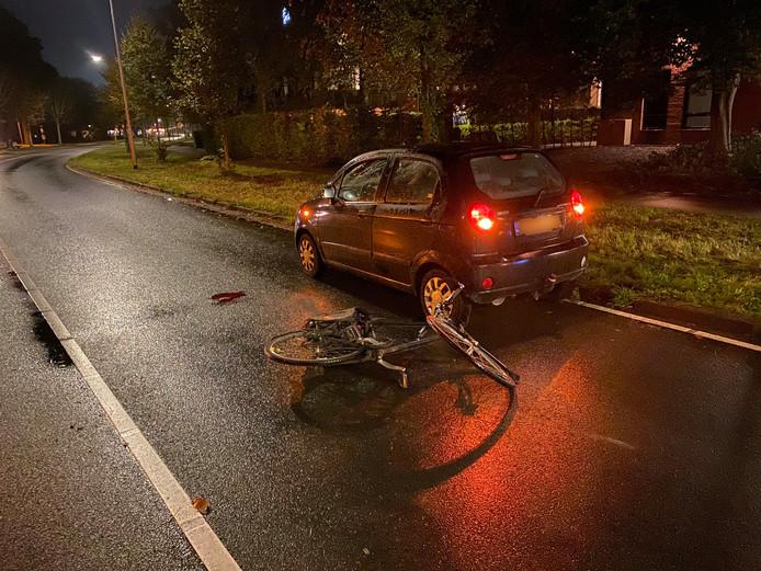 Bij een ongeval tussen een auto en een fietser op het Westeinde in Harderwijk is een man gewond geraakt.