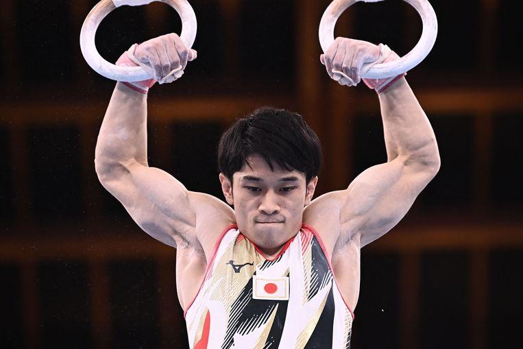De Japanse Wataru Tanigawa neemt deel aan het ringevenement van de kwalificatie voor artistieke gymnastiek voor mannen tijdens de Olympische Spelen van Tokio 2020 in het Ariake Gymnastics Center in Tokio op 24 juli 2021.  Beeld AFP