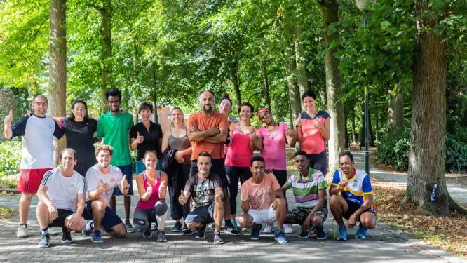 Lopers en wandelaars spijkeren Nederlands bij in Vrijbroekpark