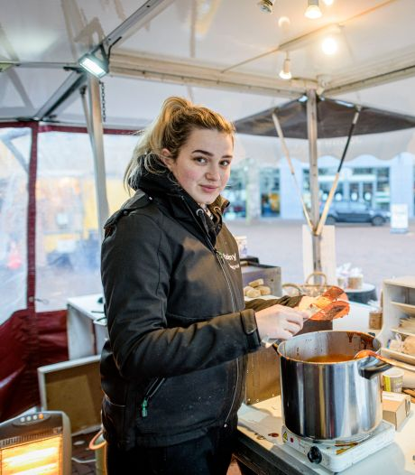 Op de markt in Almelo voelen ze de lege plekken: 'Wij staan hier met een dubbel gevoel'