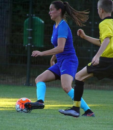 Oranje onder 19 overklast Letland, Caitlin Dijkstra scoort