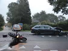 Hij wachtte keurig bij de haaientanden, maar toch werd de motorrijder wakker aan de beademing