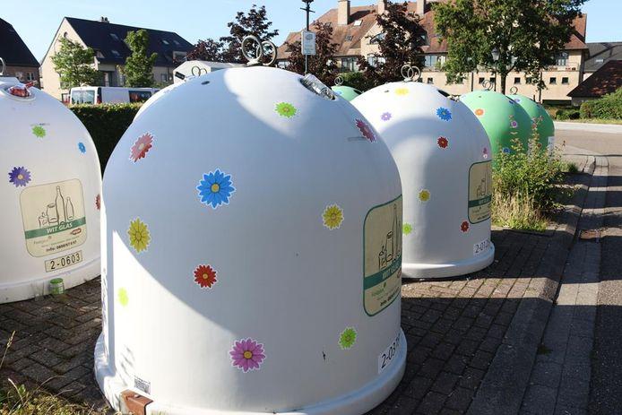 De opgesmukte glasbollen aan parking Vinneweg in Tremelo.