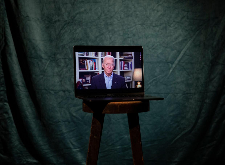 Voormalig vicepresident Joe Biden is voor onder meer tv-interviews nu aangewezen op  een opnamestudio bij hem thuis.