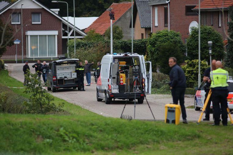 Onderzoek op de lokatie waar woensdag een verdachte door de politie is doodgeschoten. Met de actie werd de ontsnapping van Benaouf A. met een helikopter voorkomen. Beeld anp